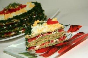Tort kabachkovyy s syrom i pomidorami 1