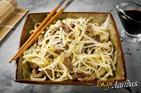 Корейский салат камди-ча с картофелем и говядиной